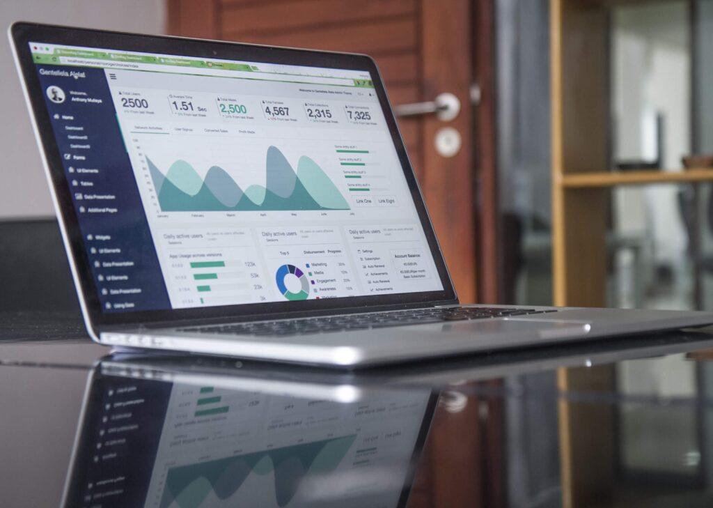 お客様の事業の成果にコミットするため数値根拠を持ってご提案いたします